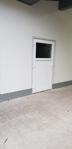 Kunststoff-Nebeneingangstuer_67K33e0SnPcmw2